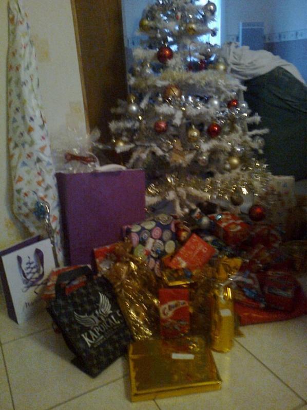 les 1ers cadeaux et ma table en fait on c retrouve a 15