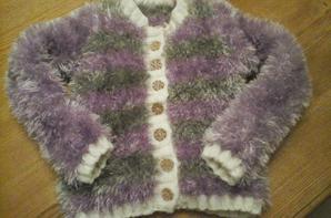 1partie de mes derniers ouvrages tricots et mon sapin de noel