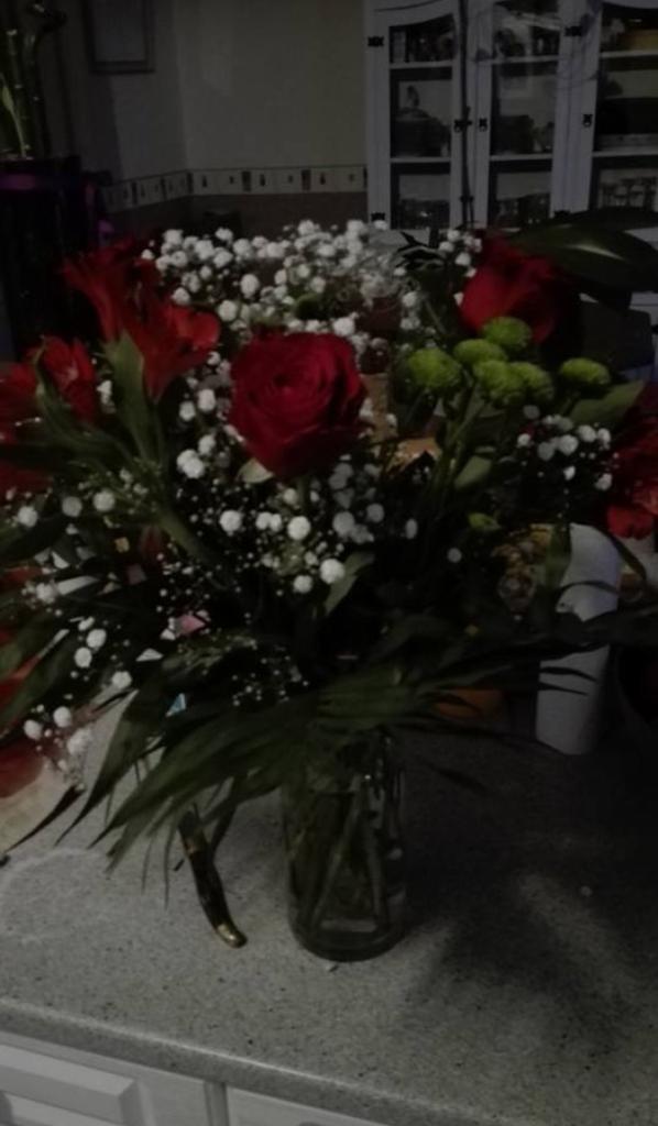 mes deux complices et le joli bouquet que mon mari ma offert pour mon anniversaire