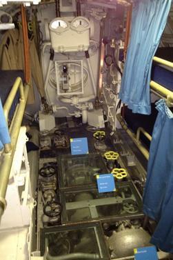 Le sous marin l 39 argonaute la villette clione for Interieur sous marin