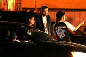 Robert Pattinson organise une fête surprise pour Kristen Stewart !