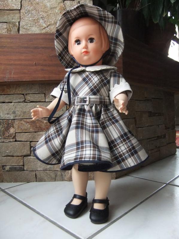 Françoise en robe écossaise d'avril 1954