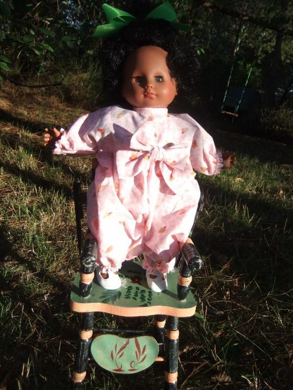 Bébé Cécilia emprunte les tenues de Cécile: mai 1990