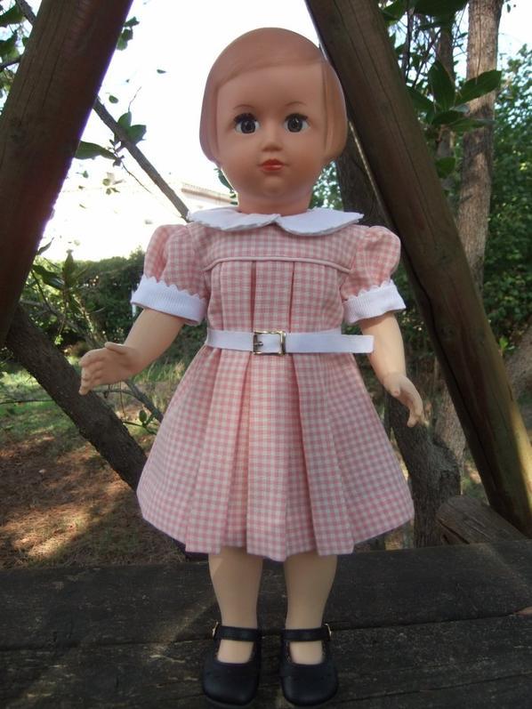 Françoise étrenne une nouvelle robe: octobre 1954.