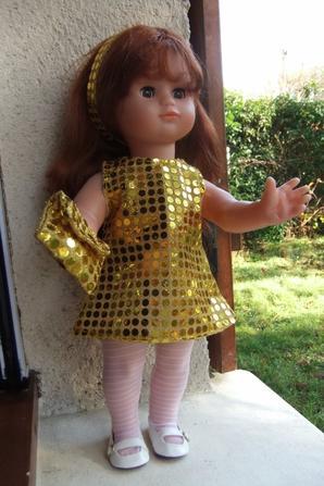 Emilie se prépare pour le réveillon de la Saint-Sylvestre!