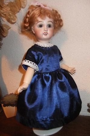 Un modèle plus récent pour Bleuette: robe de fête de 1958!