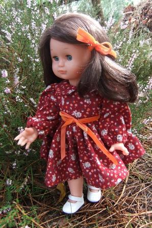 Il fait froid et Emilie préfère une robe chaude pour ce week-end!
