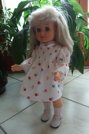 Marie-Françoise avec la robe d'octobre 1974 et son chaud manteau de novembre!