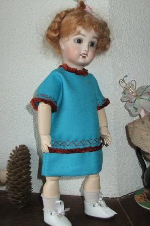 Une robe garnie de fourrure pour Bleuette!