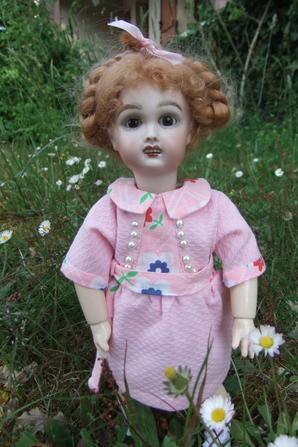 Bleuette et la robe en toile unie et fleurie de juin 1925!