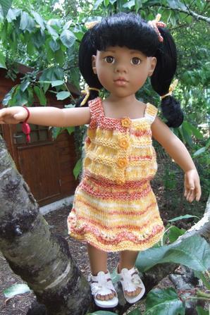 Annette aime grimper aux arbres!