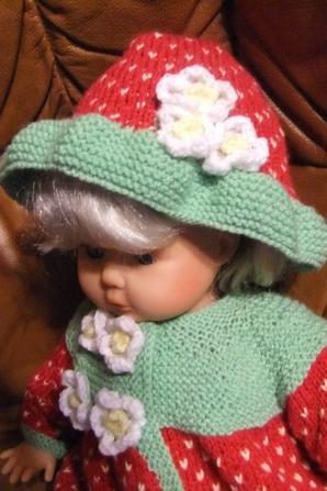 Tenue complète pour Mathilde avec son chapeau!