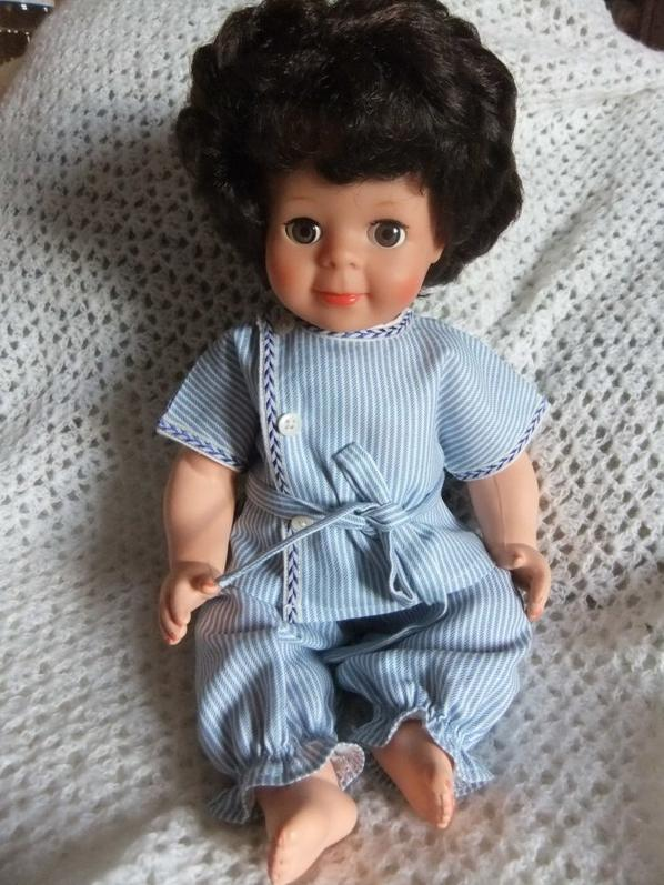 Mars 1959: Michel est tout content de son pyjama!