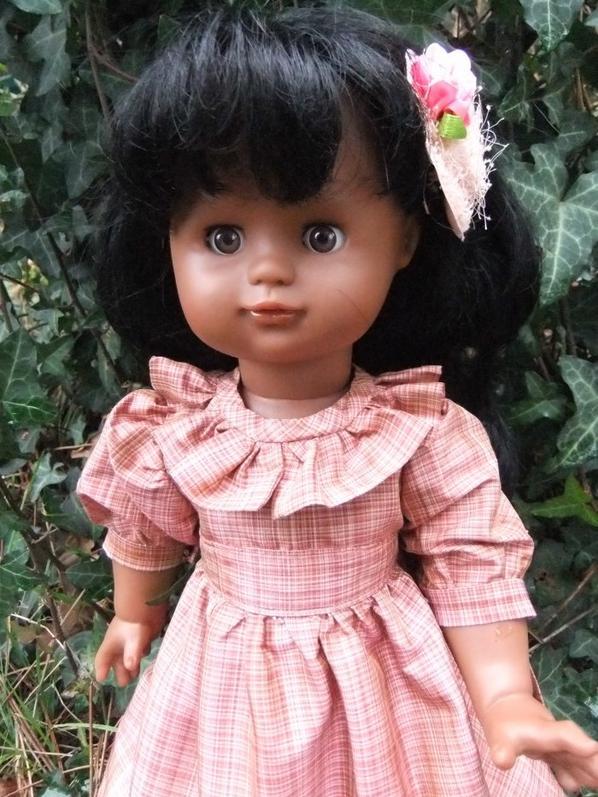 Décembre 1986: une robe de taffetas pour Emilie !