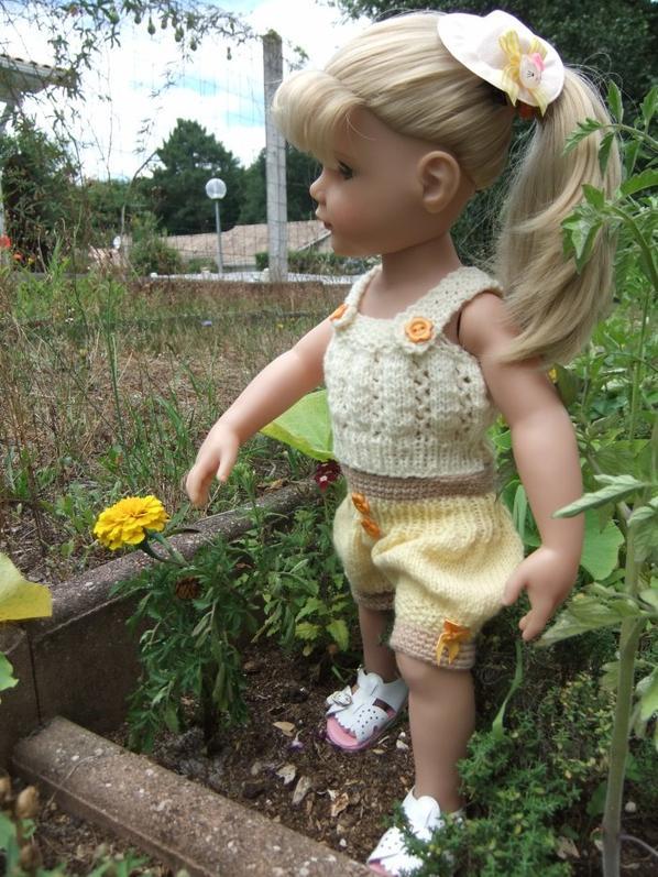 Hannah aime les fleurs!