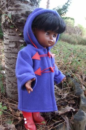 Il fait frisquet le matin, Emilie est contente de son duffle-coat!