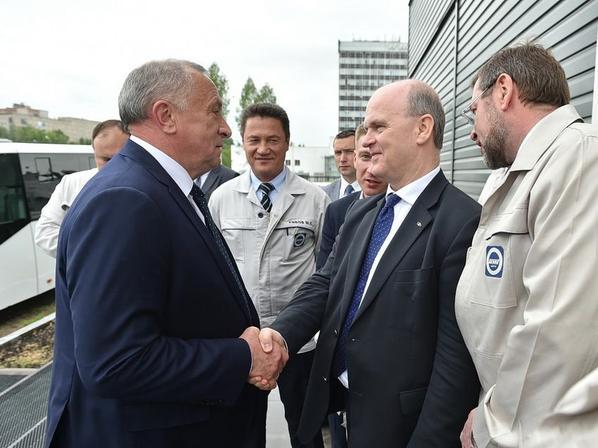 Visite présidentielle à Ijevsk et appréciation japonaise de la LADA XRAY !!!