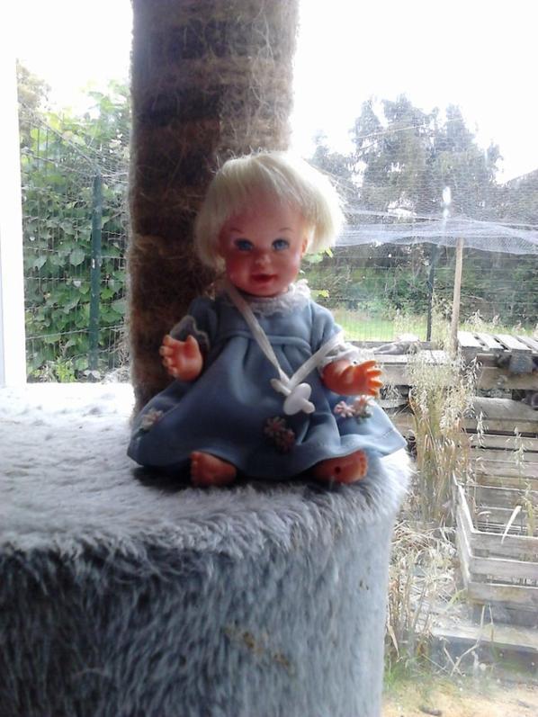 mini poupon mattel cheerful tearful 1966 inc, qui fait des grimaces quand on appuit sur son ventre