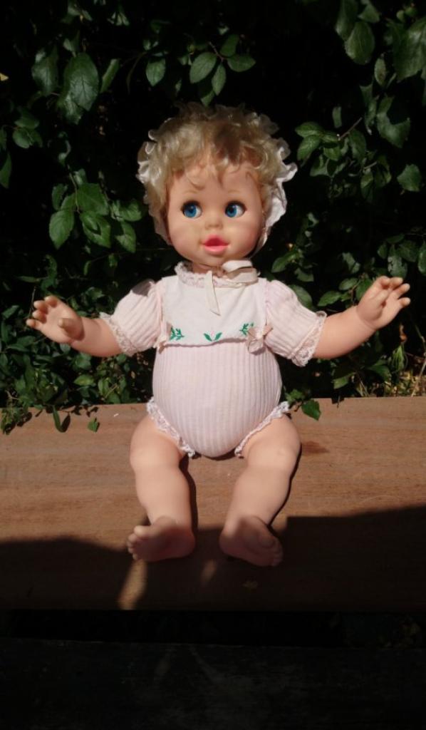 """poupee """"bebe magique"""" 1987 de mattel a vendre dit plusieurs phrases et son visage a des expressions"""