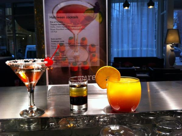 Happy Halloween in our hotel, a lobby bar!!!=)