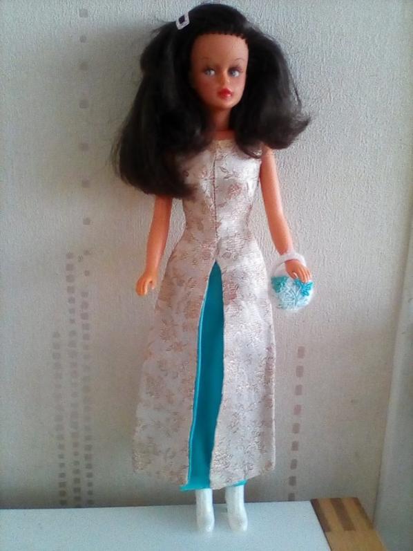 TRESSY AC DANS UNE MAGNIFIQUE ROBE VINTAGE MATTEL : EVENING GALA, Merci à TRALINA qui a retrouvé le nom de cette jolie robe.