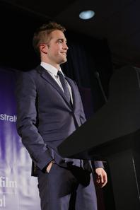 #RobertPattinson 2nd Annual Australians in Film Awards & Benefit Dinne (Hier)