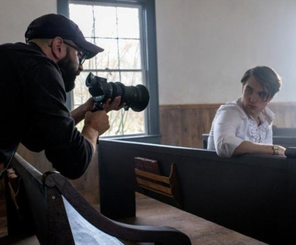 #Cinéma: 2 nouvelles photos de tournage de Robert Pattinson dans Le diable, tout le temps.
