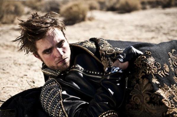 Nouvelles / Anciennes photos de Robert Pattinson pour l'Uomo Vogue 2012.