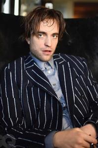Robert Pattinson s'est tiré le portait pour GQ Magazine