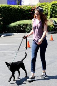 27/07/13 et 28/07/13 Kristen sort avec des amis et son chien pendant le week-and