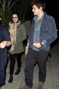 27/12/2012 : Katy & John en sortie pour un tête à tête !