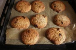 cookies framboise-pépites de chocolat et smoothie jus multi-fruits-banane