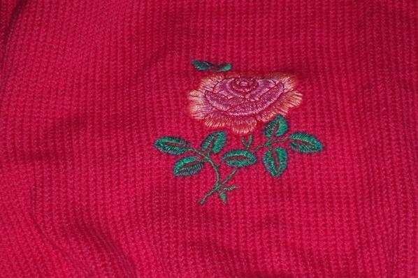 pull réalisé avec une machine à tricoter