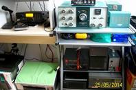 nouveau le shack F-11874 et 14WW.210 plus fonctionnelle et accessible   j'ais mis de cote mont  FT-857  j'attends la pièce prise micro RJ45 a changé pour mon et FT-897