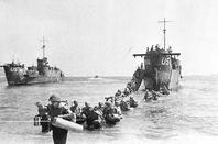 Le 15 août 1944, 450 000 hommes débarquèrent sur les plages du Var.... merci a tous no amis frère qui on donné leur vis pour le mot liberté est hommage a toute ce pays nous billion pas nous avons un droit de mémoire Respect en ver tous ce hommes tombé pour notre liberté moi le premier grâce a eux je parle pas a le allemand je suis né en 1955 11 ans a pré la guerre