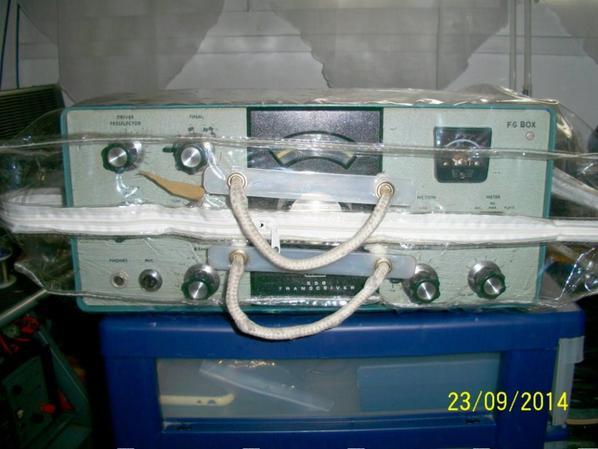 prés et en paqueté et mis a l'abri de la poussière   il a tan un OM charitable qui révise son petit  coeur pour un F-11874 qui  aime écoute   le onde court et les radioamateurs