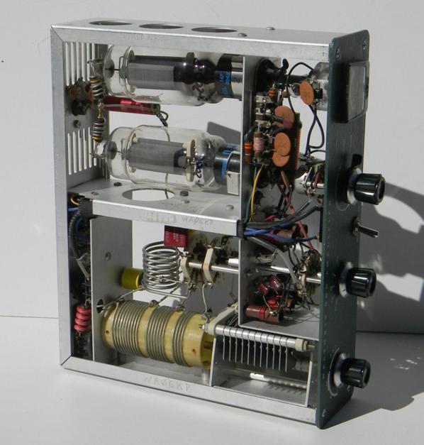 magnifique pour le plaisire des yeux..HEATHKIT bandes HA-14 Linear Amplificateur HF 80/40/20/15/10 mètres SSB.  Unité du cpl 60. Tube 2 x Cetron 572B en bon état à la fois esthétique et fonctionnel. Pour une utilisation sur 80/40/20/15/10 mètres CW et SSB. Cpl. sa puissance à l'état solide HP-24 fonctionnant à 230V. Lampe de travail sur toutes les bandes. Bonne puissance de sortie de 300> fréquence de 500W usatata dépendante. Relais RX / TX en parfait état.  Alimentatotre avec de nouveaux condensateurs et des diodes de silicium nouvelles!