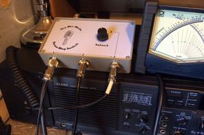 """8 ports de broches DIN style de permettre à tout trois convenablement câblé (*) microphones ou sources audio ayant de deux à huit fils, d'être connecté à votre émetteur-récepteur          Microphones «Feature» avec une fréquence boutons haut / bas, etc logés sans modification          Commutation rapide et transparente entre les trois micros ou autres sources audio pour permettre la sélection presque instantanée du """"meilleur micro pour l'emploi"""" à tout moment          Interrupteur de haute qualité lisse exploitation pour assurer un service sans problème à long          Construit en utilisant une carte de circuit en fibre de verre double face conçu sur mesure de haute qualité imprimés          Choix de trois couleurs du panneau avant a terminé dans un plastique imprimée durable          Est livré avec 8 chemin de câble de sortie de 0,5 m et imprimé notice        (*) """"Convenablement câblé"""" signifie correctement câblés pour votre émetteur-récepteur. La boîte de commutateur Mic-Mate ne se traduit pas entre les schémas de câblage, qui diffèrent souvent entre les fabricants utilisant le même type de connecteur. La responsabilité d'assurer un câblage correct, est le vôtre!     Régimes et connecteurs de câblage suppléants sont facilement mises en ½uvre à l'aide de câbles adaptateurs appropriés au port de sortie Mic-Mate, ou à l'un des ports d'entrée"""