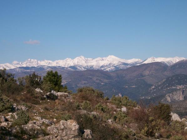 paysage de  sommet  Alpin en neige du cote FRANCE ET ITALIEN