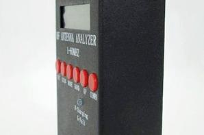 pour les petit budget j'aie trouvais ça pas malle il fais 1 - 60 Mhz Antenne analyseur automatisé SWR pour MINI60 SARK100 Ham Antenne analyseur automatisé SWR pour MINI60 SARK100 Ham