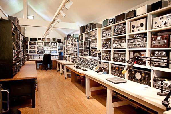 un des PLUS grand shack au monde et collection de transceiver de  W9EVT   le rêve de tout amateurs radio ou radioamateurs ou SWL