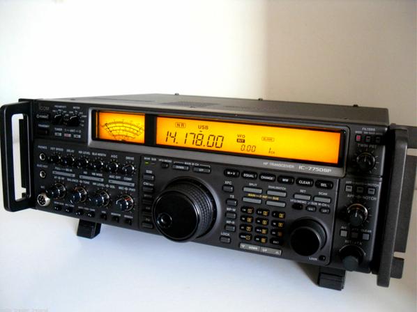 BONNE VOUS L'ENVI D'AVOIR ENVI DE FAIRE DE LA RADIO AMATEURRADIO A QUELLE MAGNIFIQUE TRANSCEIVER QUE L'Icom IC-775 D