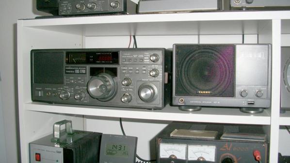 j'ai remis au propre un d'un Yaesu FRG-7700 COMMUNICATIONS-RECEVEUR DES ANNÉE 1990