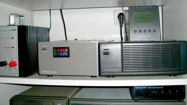 ce fait elle est la PS-430 de chez kenwood modifié par 14V173 YANN avec voltmètre et ampèremètre  Digital