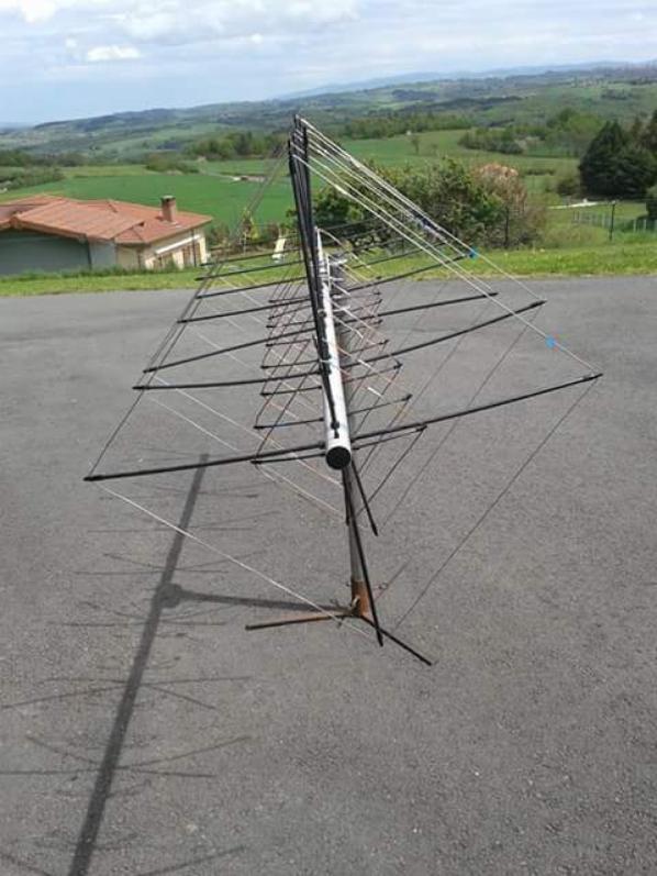 Oui l antenne est bi bande vhf/uhf avec 2 coaxes FABRICATION de F0GMO