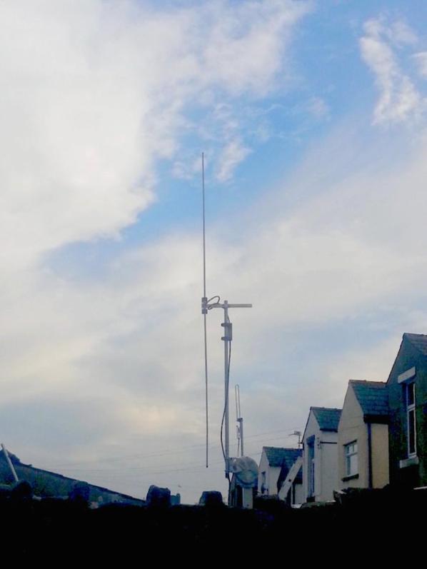 Superbe antenne dipôle de qualité. La meilleure. Qualité antenne 6 mètres. disponible.    Construit comme un réservoir ..  Couper 6 mètres 50 MHz. bandes