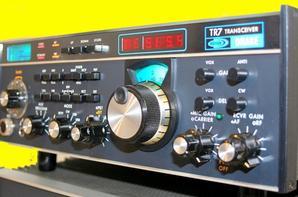 ype: HF émetteur récepteur amateur Gamme de fréquences: TX: 10-160 m RX: 1,5-30 MHz Mode: AM / SSB / CW / RTTY Puissance de sortie RF: 120 W Système récepteur: N / A Sensibilité: N / A Sélectivité: N / A Le rejet de l'image: N / A Tension: 13,8 VDC Consommation de courant: RX:? Une TX: Max 25 A Impédance: 50 ohms Dimensions (L * H * D): 346 * 116 * 317 mm Poids: 7,7 kg Fabriqué: États-Unis, 1977-198x (interrompu) Autres:  Documents connexes:  Modifications: