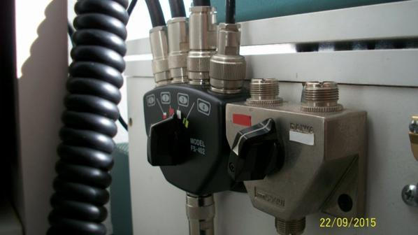 COMMUTATEUR 4 POSITION AVEC FICHE N MONTER PAR 14V173 YANN pour 14WW210 PATRICK un antenne 4 transiveurs
