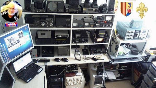 un shack radioamateur de F-11874 SWL est amateur radio 14WW.210