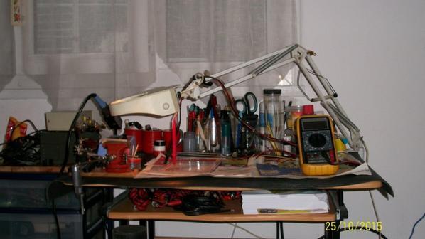 aménagement poste de travail pour Amateur Radio je récupère un rouleau de plastique 80 cm  de largeur bain pour le plan de travail